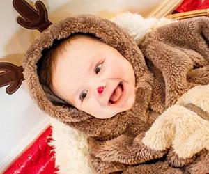 赤鼻トナカイのコスプレ赤ちゃん