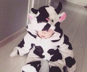 牛の白黒柄が可愛い暖かいカバーオール