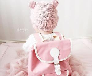 ピンクの耳がキュートな帽子