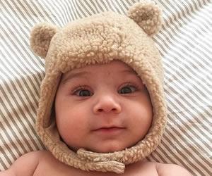クマさんの耳がついた茶色の帽子