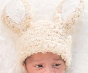 うさぎさんの長い耳付き帽子