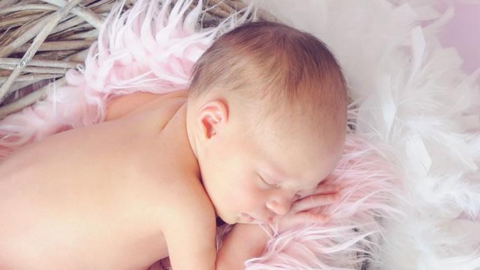 1日の殆どを寝て過ごす赤ちゃん
