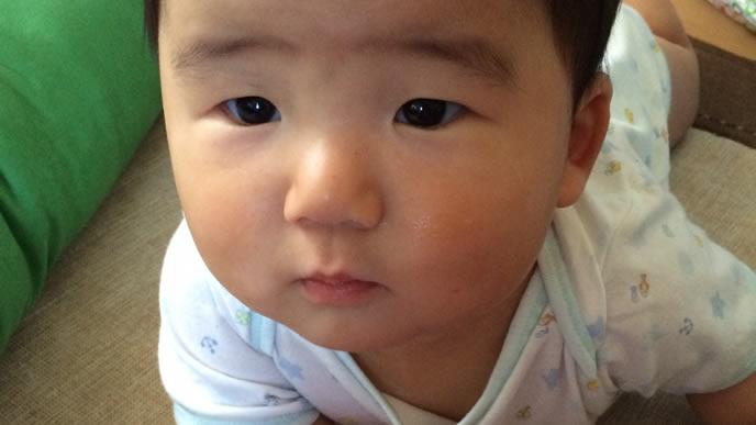 視力がまだ未発達の赤ちゃん