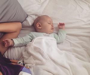洗いたてのお布団でママの愛情たっぷり受けて成長する赤ちゃん