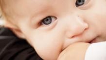 赤ちゃんの結膜炎は何科を受診?詳しい原因や症状と対処法