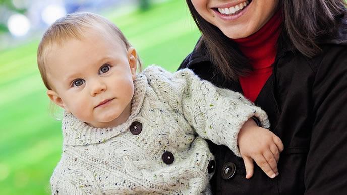 自分の移動手段を確認する賢い赤ちゃん