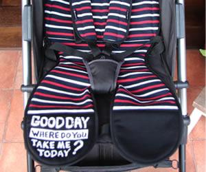 コットン素材の保冷ジェル付きベビーカーシートの画像