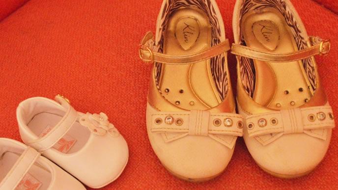 ママの靴と赤ちゃんの靴