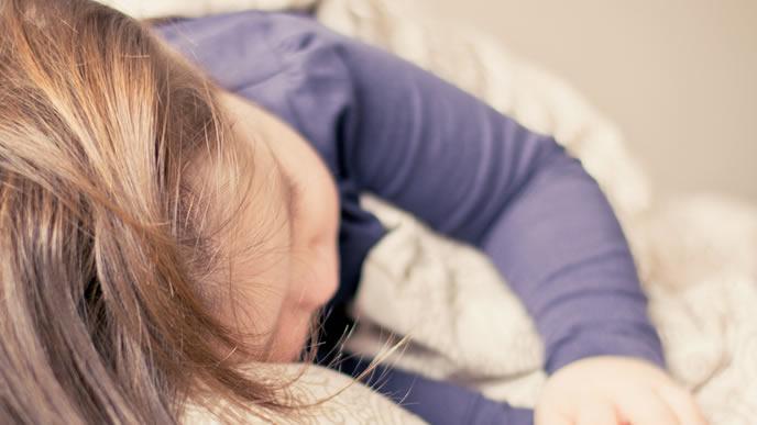 睡眠時間が長くスクスク成長中の赤ちゃん
