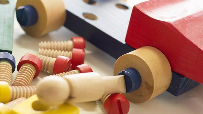赤ちゃんの知育にも役立つ木のおもちゃ