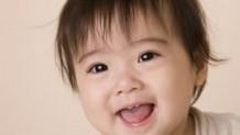 8ヶ月の赤ちゃんの発育・成長を促す遊びや離乳食の工夫