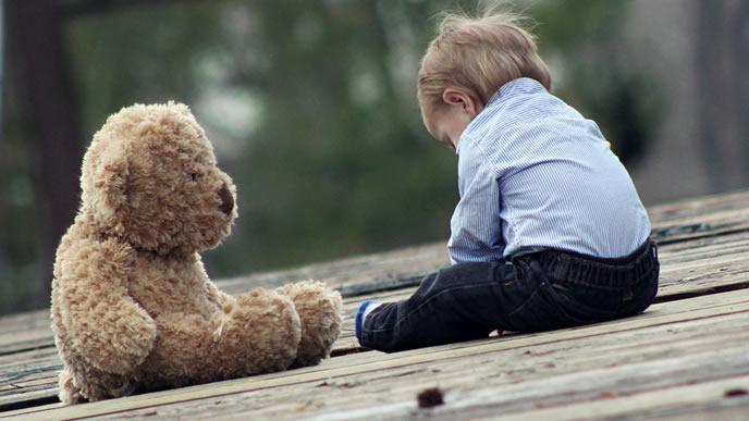 ママが帰ってこなくて淋しい思いをしている男の子