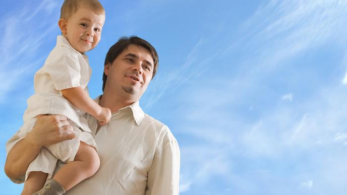 人見知り中でもパパのことは大好きな赤ちゃん