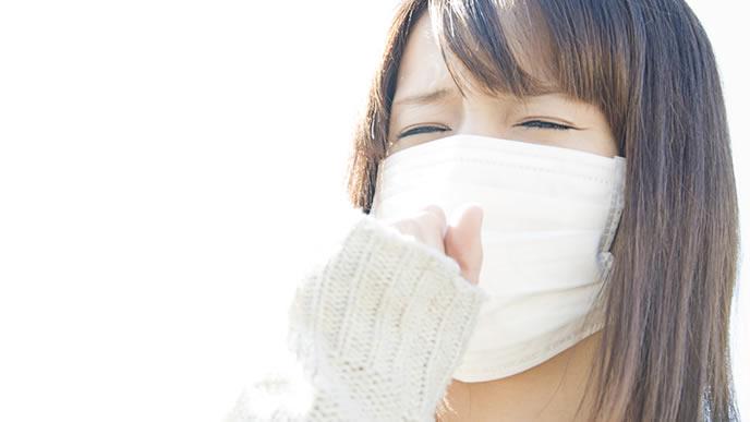 毎年花粉に悩まされるマスクをした女性
