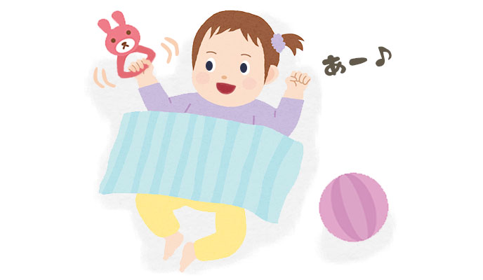 おもちゃであそぶ3ヶ月の赤ちゃん