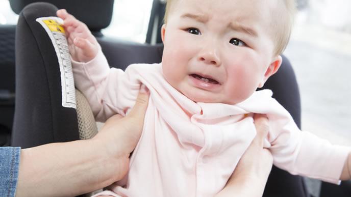 夕方車に乗せられギャン泣きする赤ちゃん