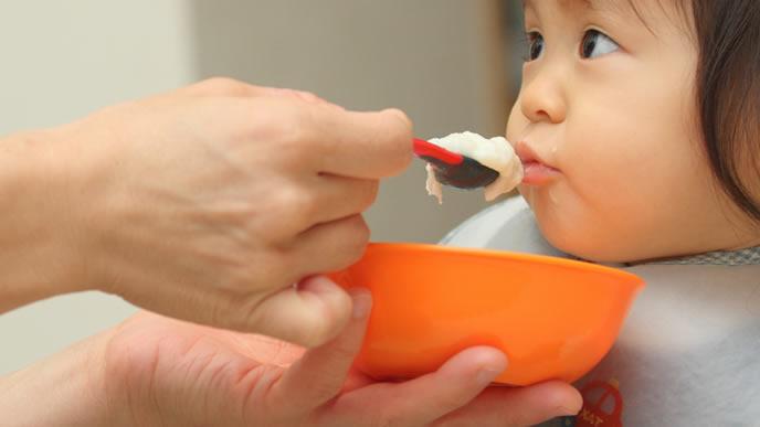 離乳食がお気に入りの赤ちゃん
