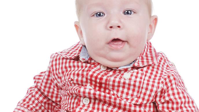 ミルクと母乳の飲み過ぎで体がマルマル太った赤ちゃん