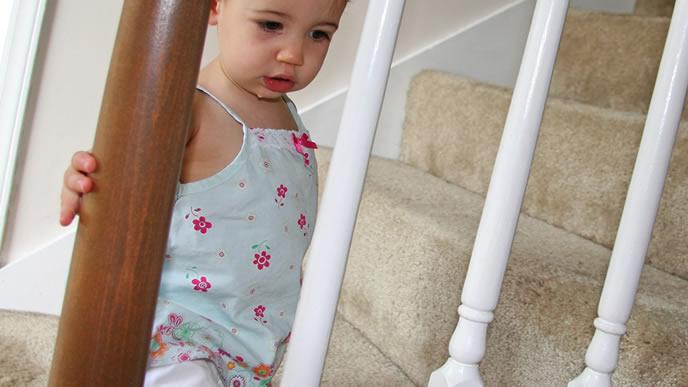 いつのまにか階段に登れるようになった赤ちゃん