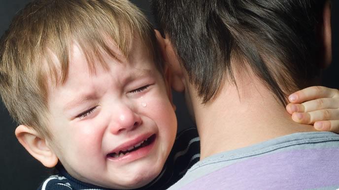 症状が治ってもギャン泣きは止まらない男の子