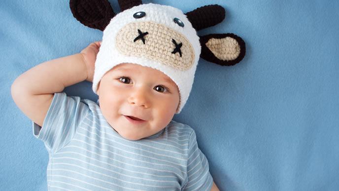 可愛い赤ちゃんに相応しい牛の帽子