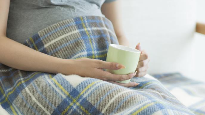 出産が近づき少し不安になる妊娠中の女性