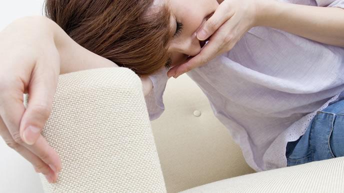 妊娠超初期症状に襲われる女性