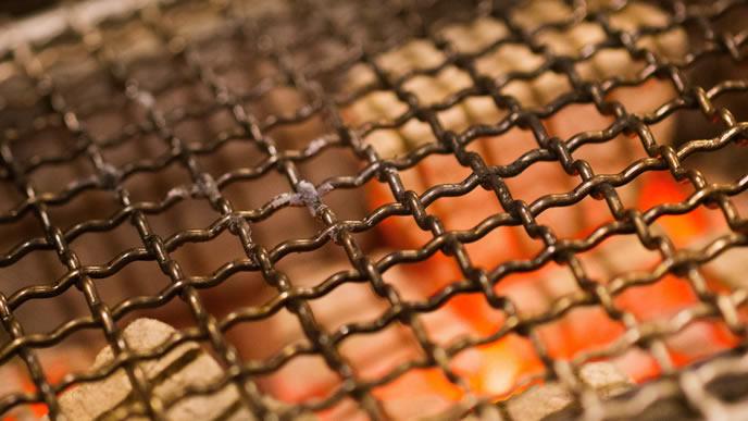 肉の生焼けを逃さないアツアツの網