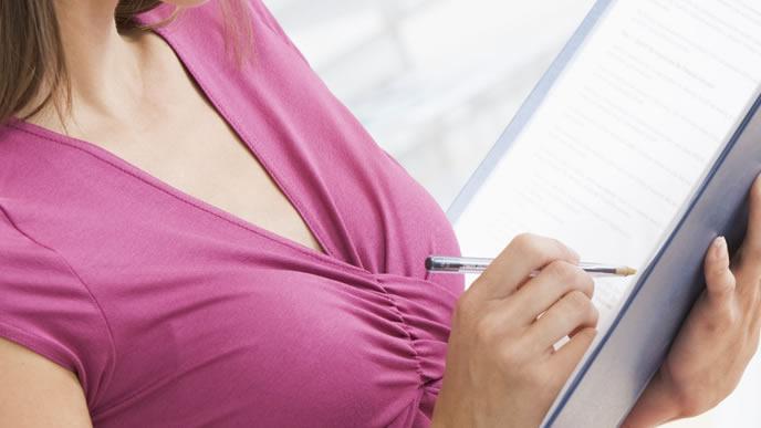 前駆陣痛と出産について説明する専門医