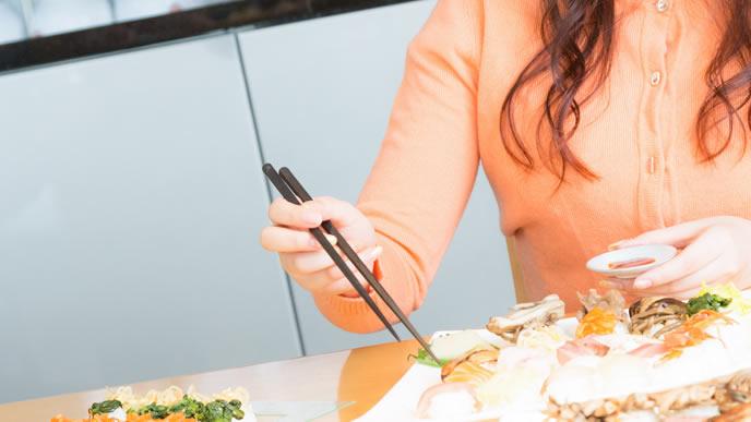 前にも増して食欲がある妊娠超初期症状の可能性がある女性