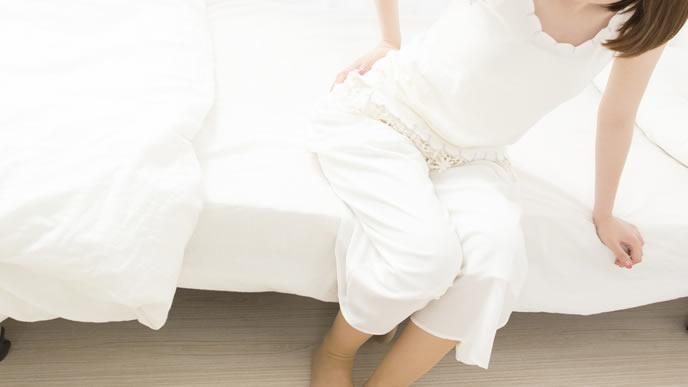 最近腰痛に悩まされている女性