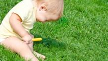 赤ちゃんがくしゃみ連発!くしゃみが出る原因と解消法