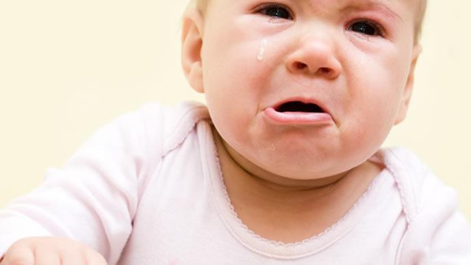腸重積症でギャン泣き中の赤ちゃん