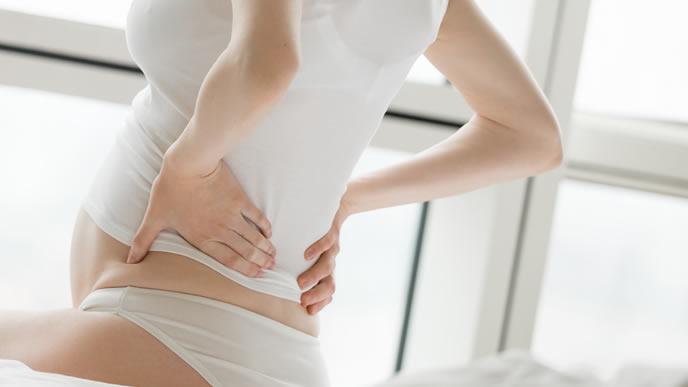 臨月に入り腰痛に悩まされる妊婦さん