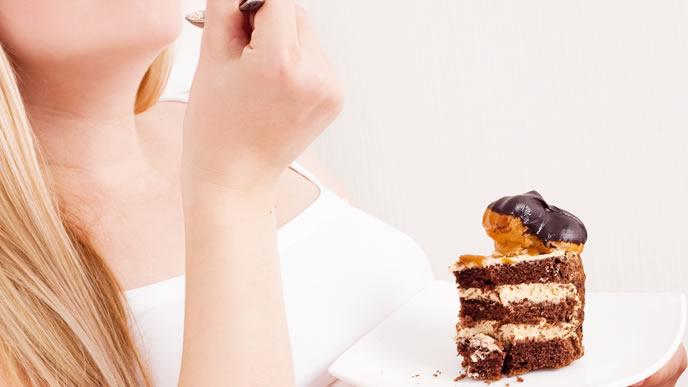 ケーキが手放せない臨月の妊婦