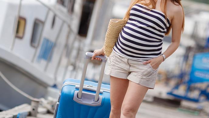 実家のある港町に里帰りする臨月の妊婦