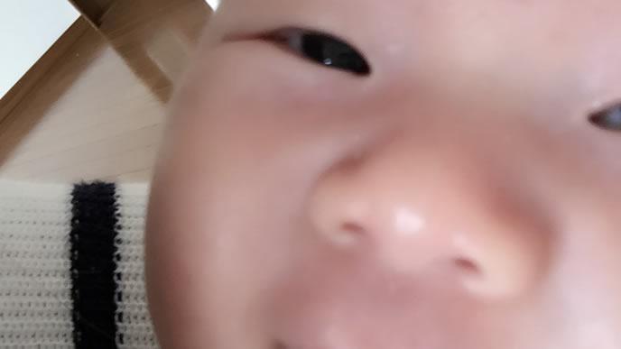 赤ちゃんのドアップ写真