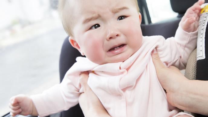 病院に行くのを嫌がりダダをこねる赤ちゃん