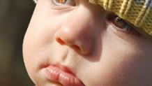 赤ちゃんが鼻水で苦しそう!症状でわかる病気と対処法