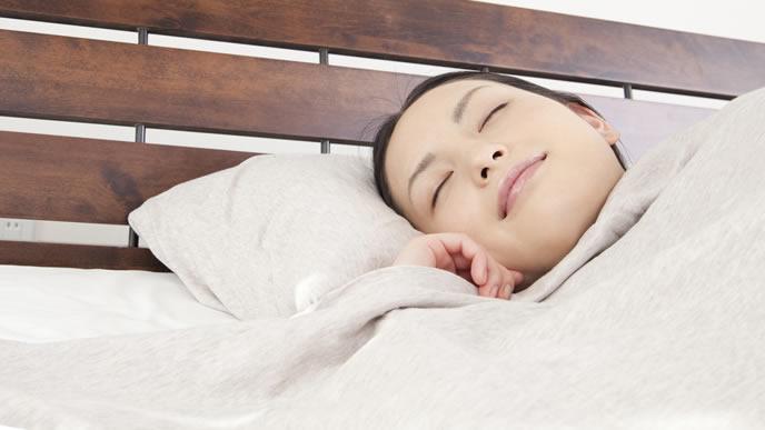 寝る姿勢で腰痛を緩和する妊婦