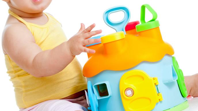 遊ぶのに頭を使う知育に良いおもちゃ
