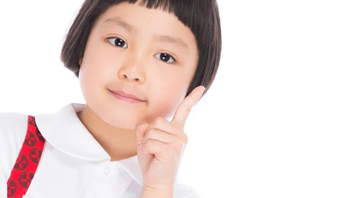 豆腐ハンバーグを作る時の注意点を説明する女の子