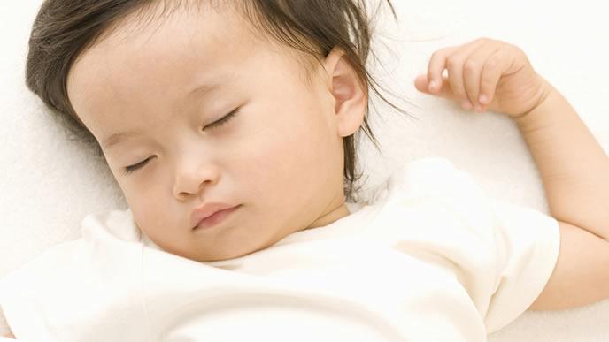 スヤスヤ眠る赤ちゃんの表情