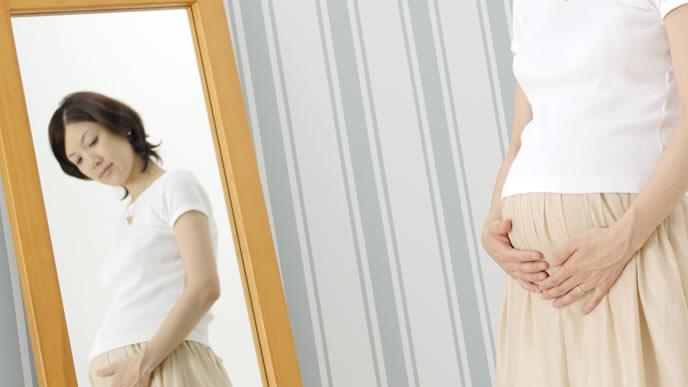 臨月を迎え出産間近の妊婦さん