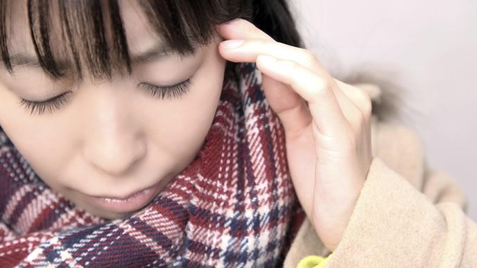 妊娠超初期の頭痛に悩まされる女性