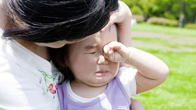 避難訓練の時に転んでギャン泣きする赤ちゃん