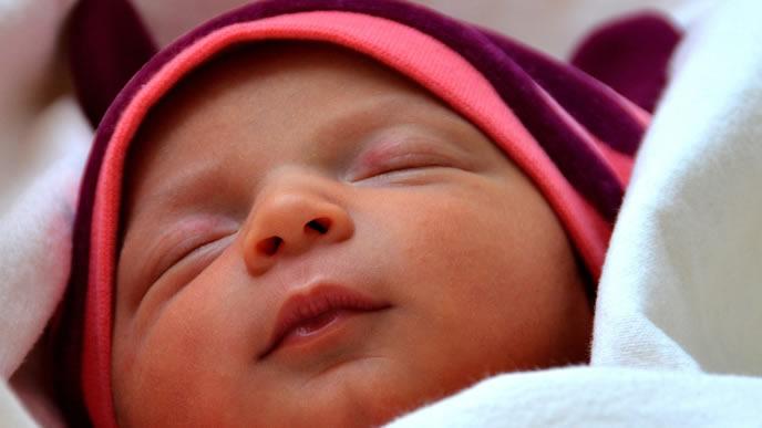 腹痛と下痢に悩まされる赤ちゃん