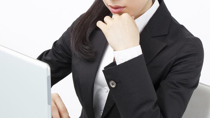 産休が取れるかどうか悩む女性