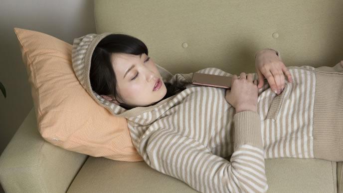高温期が続き体調がすぐれない女性