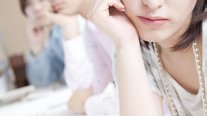 出欠が続き子宮外妊娠を疑る女性